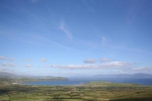 Blick vom Lough Mount Eagle auf die Ventry Bay auf Dingle